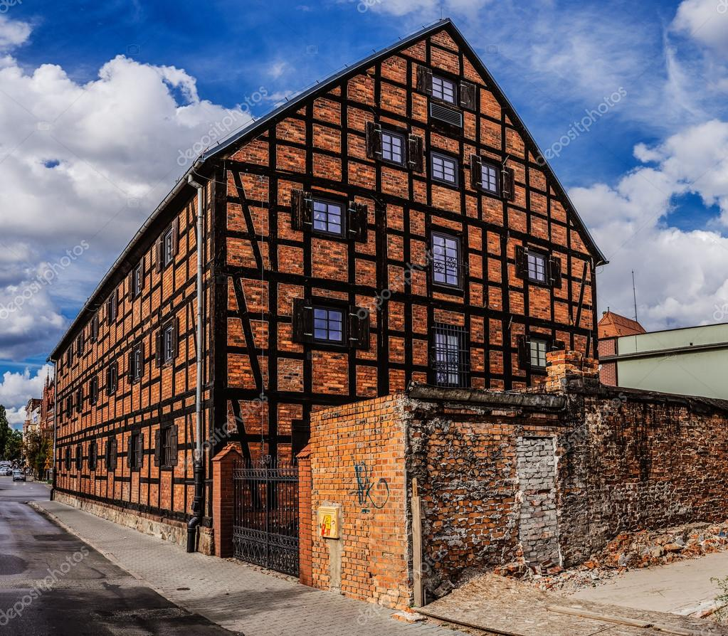 Old Building Of Red Brick. Bydgoszcz (Bromberg, Bydgostia) Is A City  Located In Northern Poland, On The Brda And Vistula Rivers. U2014 Photo By  BestPhotoStudio