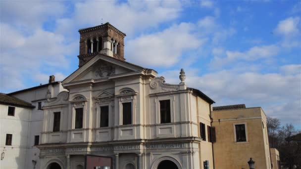 Zeitraffer: basilika von st. bartholomew auf insel ist titular minor basilika, befindet sich in rom, italien. Es wurde Ende des 10. Jahrhunderts von otto iii gegründet. es enthält Reliquien des hl. Bartholomäus-Apostels
