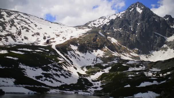 Lomnickým štítem je jedním z nejvyšší a nejvíce navštěvovaných horských vrcholů v pohoří Vysoké Tatry Slovensko.