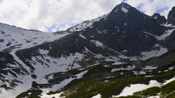 Lomnickým štítem je jedním z nejvyšší a nejvíce navštěvovaných horských vrcholů v pohoří Vysoké Tatry Slovensko