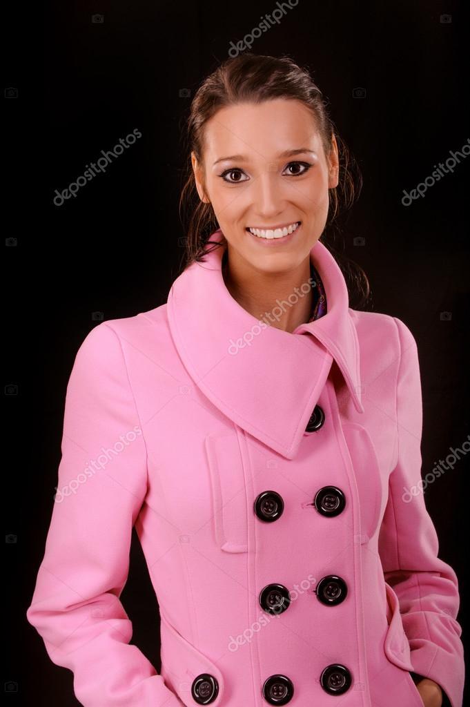 new product 919e8 e6ce8 Donna in cappotto corto rosa — Foto Stock © BestPhotoStudio ...