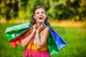 Porträt hübsche junge Frau Einkaufstüten