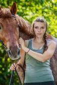 Fotografie Junge Frau Nahaufnahme mit Pferd