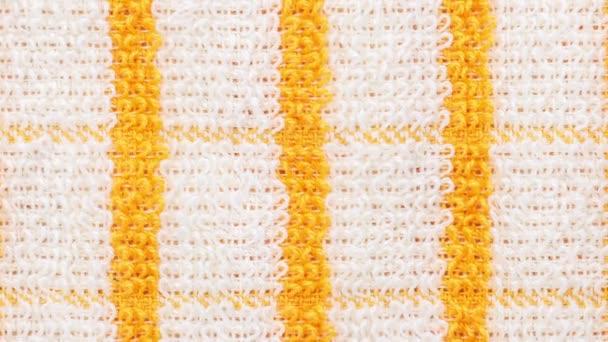 sárga kockás törölköző