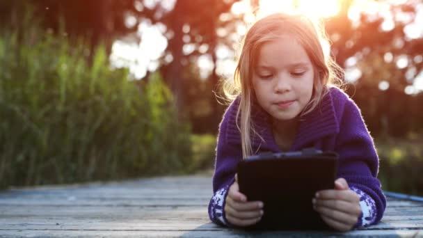 Krásná holčička číst e knihy