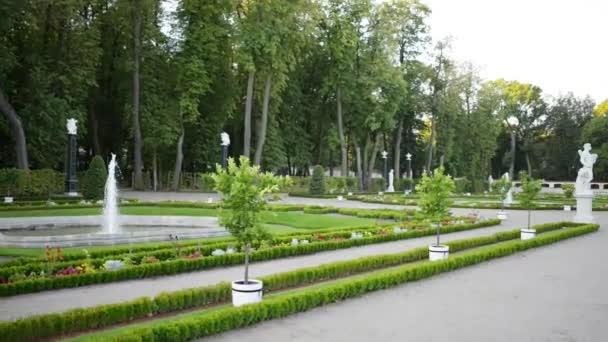 Brunnen und Park in der Nähe des Branicki-Palastes in Bialystok