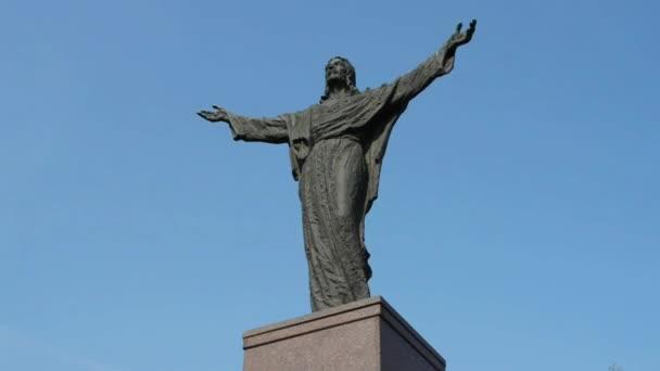 Socha Ježíše Krista poblíž kostela v Zbuczyn, Polsko