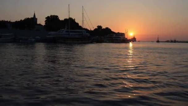 Tengeri kikötő Zadarban