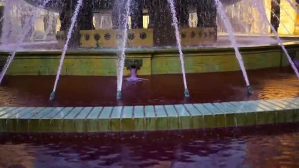 Náměstí Piazza De Ferrari je hlavní náměstí Janov, Itálie