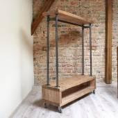 Fotografie moderní dřevěný stojan v interiéru podkroví