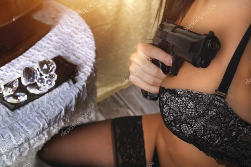 Photo De Fille Sexy Avec Une Arme Album Photo - gralonnet