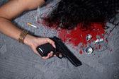 Chladnokrevný vraždy žena poté, co útok spočívá v kaluži krve