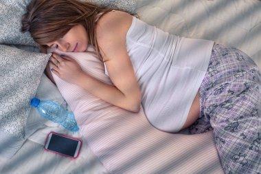restful sleep pregnant women