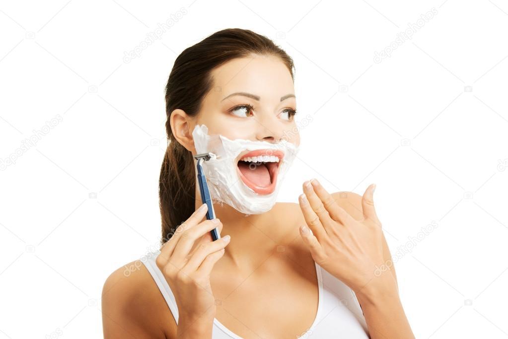 portrait de barbe rasage femme heureuse photographie piotr marcinski 58589057. Black Bedroom Furniture Sets. Home Design Ideas