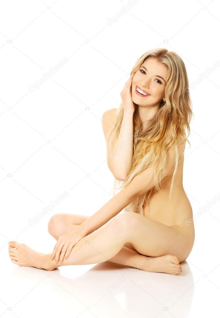 Nude woman sitting cross-legged on the floor — Stock Photo