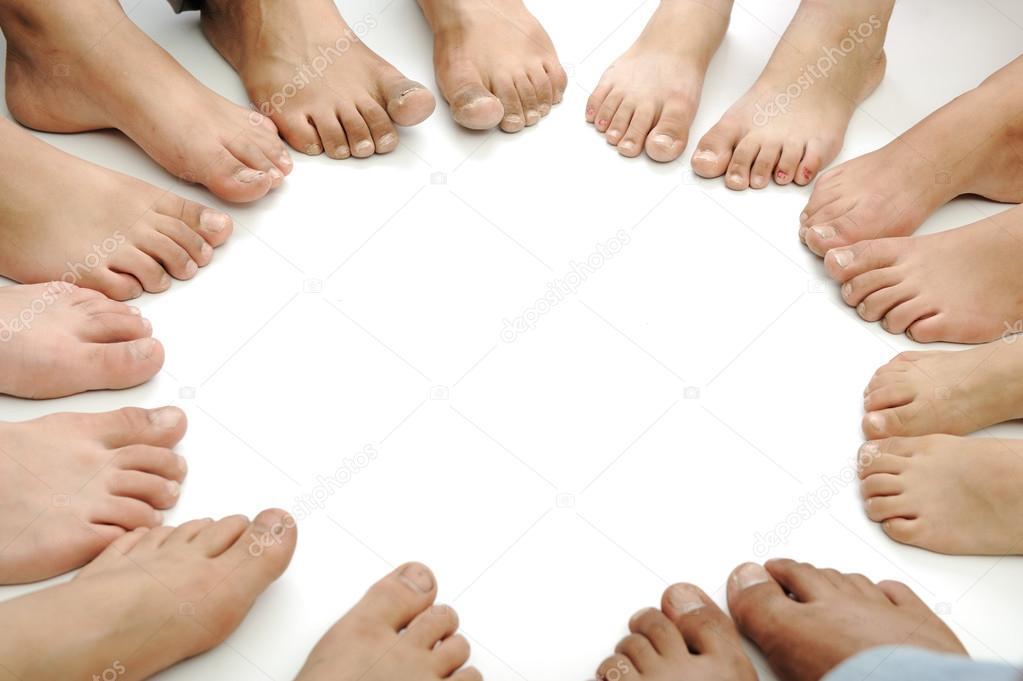 Molte gambe e piedi in cerchio foto stock zurijeta for Piani di studio 300 piedi quadrati