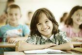 Fényképek A gyerekek tantermi, amelyek iskolai leckét
