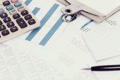 Účetní doklady na stole