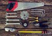 Fotografia strumenti su fondo in legno