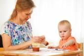 Fényképek anya és gyermeke festés