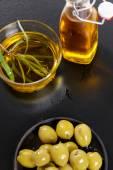 Fotografia Olio di oliva sulla tabella