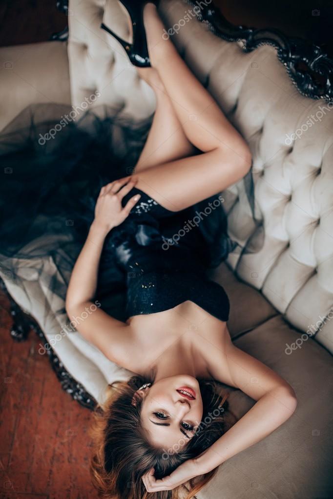 9d16b69e1 garota de vestido preto