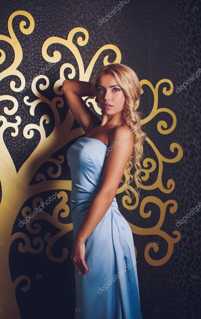 Frau Mit Make Up Im Blauen Kleid Stockfoto Forewer 69150191