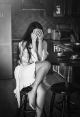 Fotografie Sexy žena s kávou v kuchyni