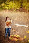 Holčička s swing a ovoce