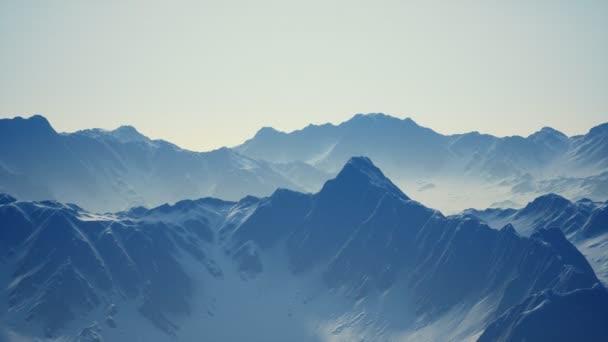 Sníh pokryl nádherné vrcholky hor