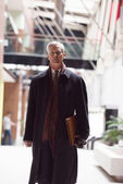 Fényképek szép vezető üzleti férfi gyaloglás