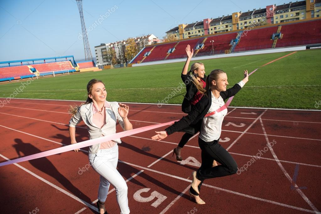 2cf2015efe Business women running together on racing track, competition concept — Foto  de . ...
