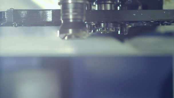 CNC frézka na továrnu