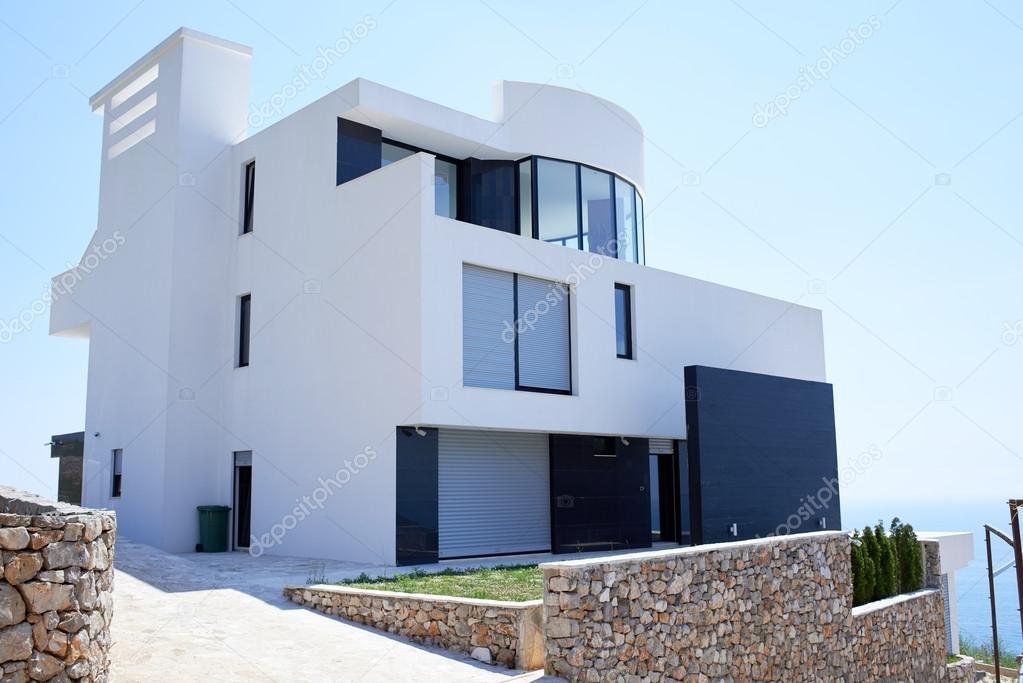 Esterno di casa moderna foto stock shock 76327393 for Casa moderna esterno