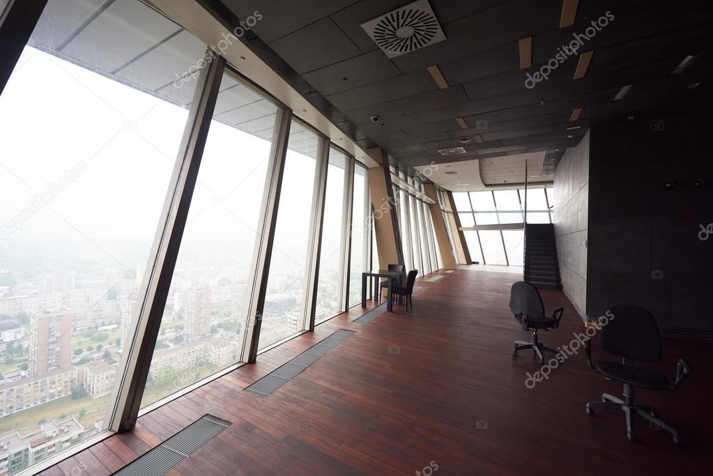 Schon Leere Penthouse, Moderne Helle Büro Duplex Wohnung Interieur Mit Treppe Und  Grossen Fenstern U2014 Foto Von .shock