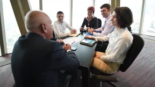 Po spuštění obchodní skupina mají schůzku
