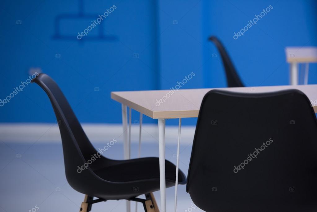 https://st2.depositphotos.com/1003697/9971/i/950/depositphotos_99710288-stockafbeelding-opstarten-bedrijf-kantoor-interieur.jpg
