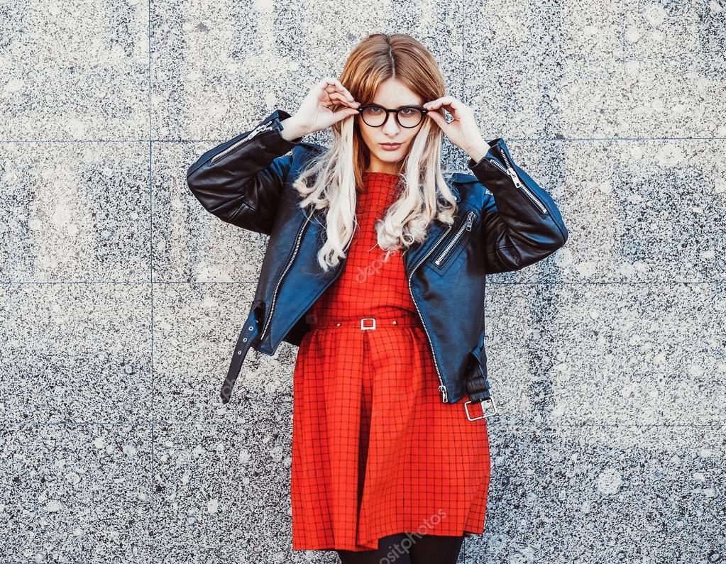 femme de hipster en tenue d 39 t casual chic photo 75475171. Black Bedroom Furniture Sets. Home Design Ideas