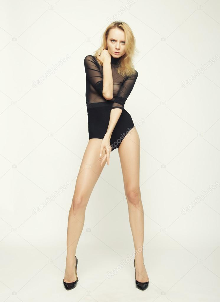 243bf39c386 Beautiful fashion model woman with perfect slim body and long legs — Photo  by ...