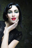 Fényképek Divat művészet lány portréja. Vamp (folyóirat) stílus. Glamour vampire nő.