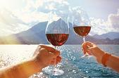 Fotografie Zwei Weingläser am Comer See