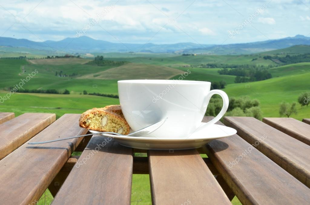 Coffee and cantuccini in Tuscan