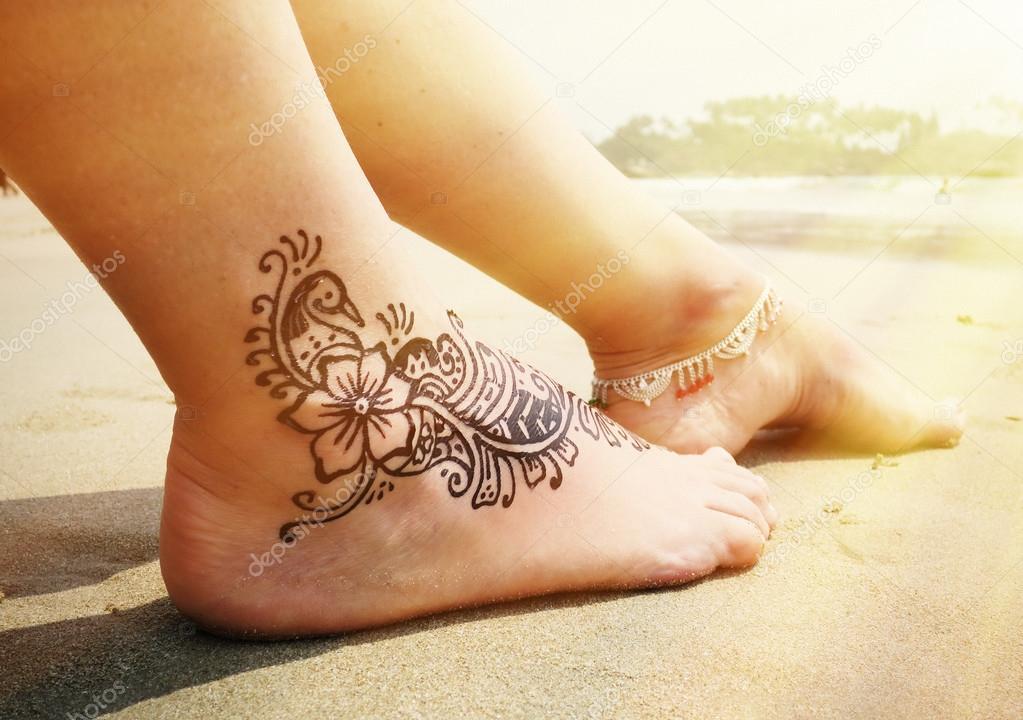 Henna Tattoo Auf Dem Fuss Stockfoto C Happyalex 80075664