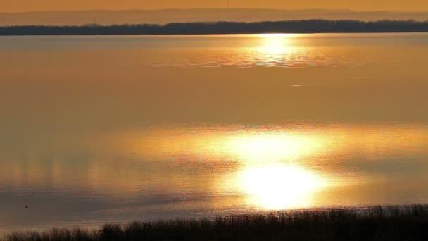 Gyönyörű naplemente a Balaton (Magyarország felett)