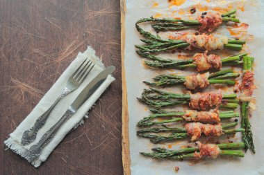 Green asparagus wrapped in bacon