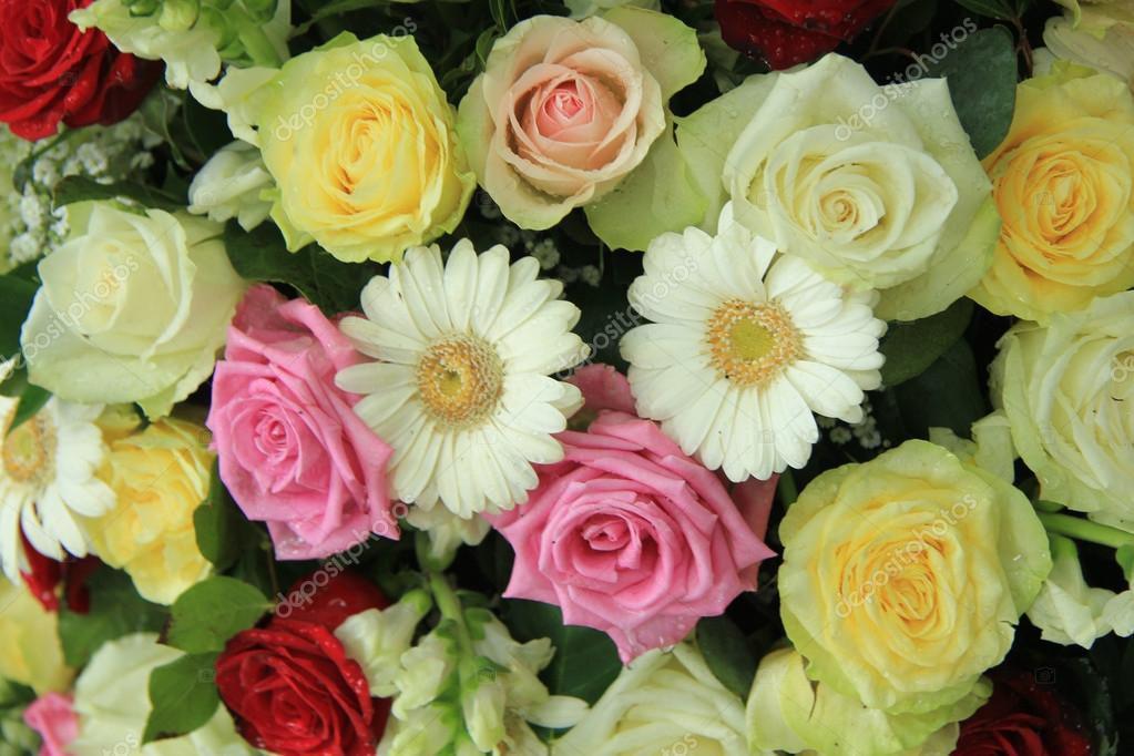 Matrimonio In Giallo E Bianco : Fiori matrimonio giallo bianco e rosa u2014 foto stock © portosabbia