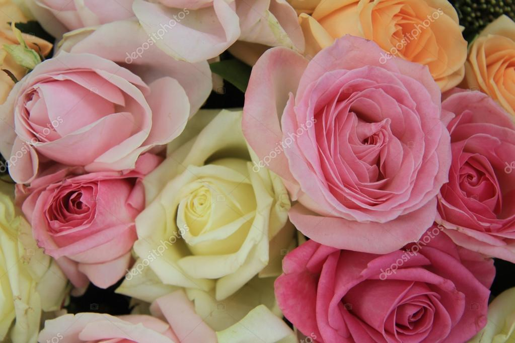 Pastell Hochzeitsstrauss Stockfoto C Portosabbia 56102191