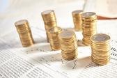 hromádky mincí eura