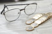 Photo euro coins and glasses