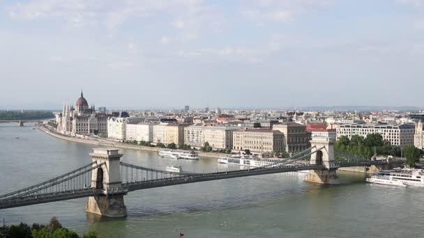 Lánchíd, a Duna folyó budapest városkép